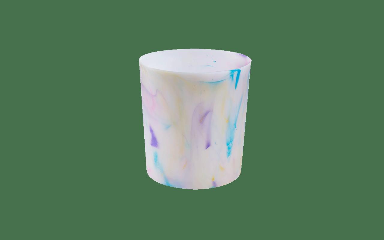 Para manter qualquer cômodo da casa organizado, com o lixo seco em seu devido lugar, a lixeira criada pela Coza alia praticidade e estilo. Versáteis e coloridas, as lixeiras da linha também podem ser utilizadas para guardar revistas ou papéis, além de poderem ser encaixadas em qualquer lugar: na sala, no banheiro ou na cozinha, como lixeira de pia. As lixeiras têm capacidade de 5 litros e, na linha Cores, ganha personalidade e alegria através de pigmentos multicoloridos que transformam os produtos em peças únicas e cheias de personalidade.