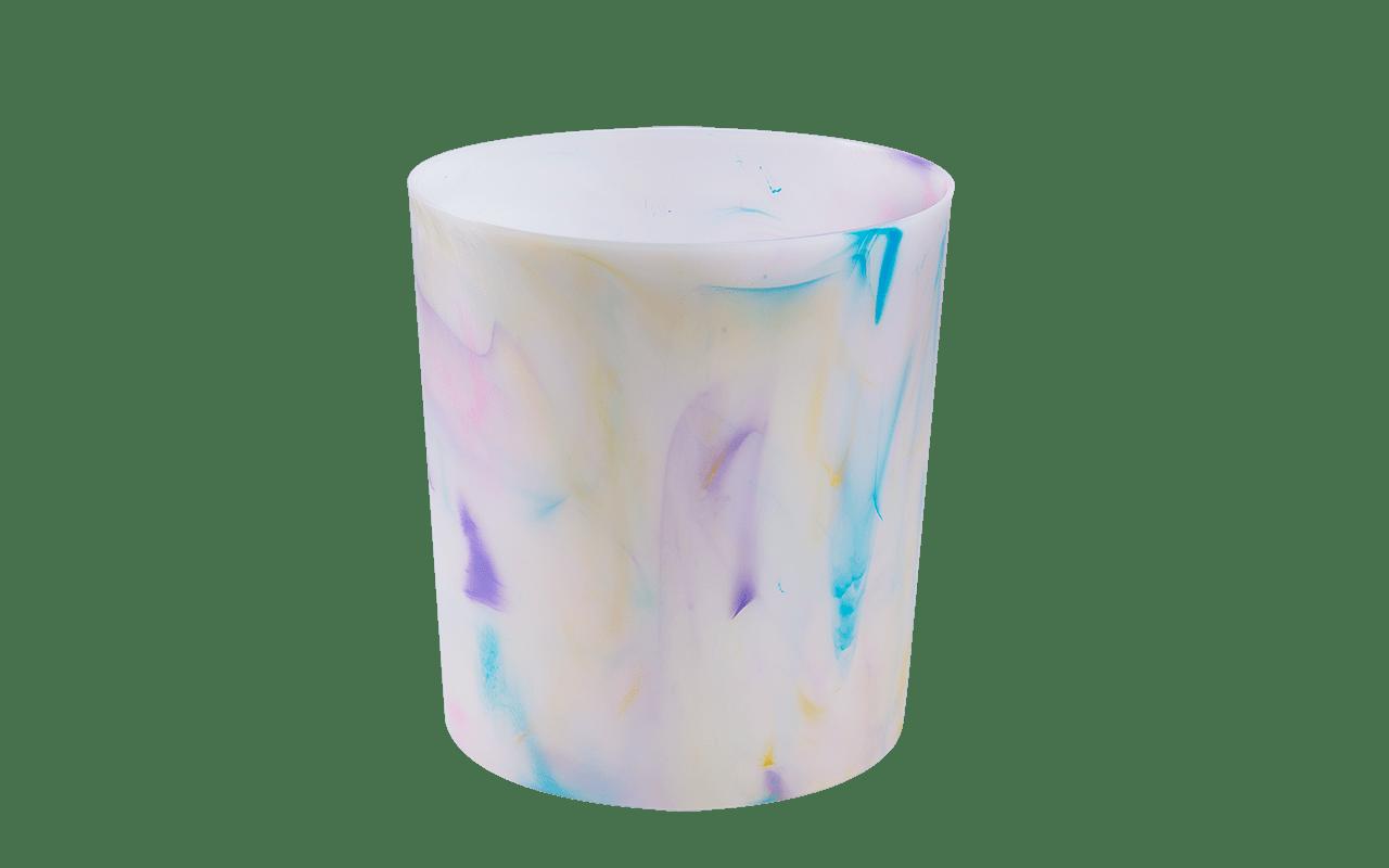 Para manter qualquer cômodo da casa organizado, com o lixo seco em seu devido lugar, a lixeira criada pela Coza alia praticidade e estilo. Versáteis e coloridas, as lixeiras da linha também podem ser utilizadas para guardar revistas ou papéis, além de poderem ser encaixadas em qualquer lugar: na sala, no banheiro ou na cozinha. As lixeiras têm capacidade de 10 litros e, na linha Cores, ganha personalidade e alegria através de pigmentos multicoloridos que transformam os produtos em peças únicas e cheias de personalidade.
