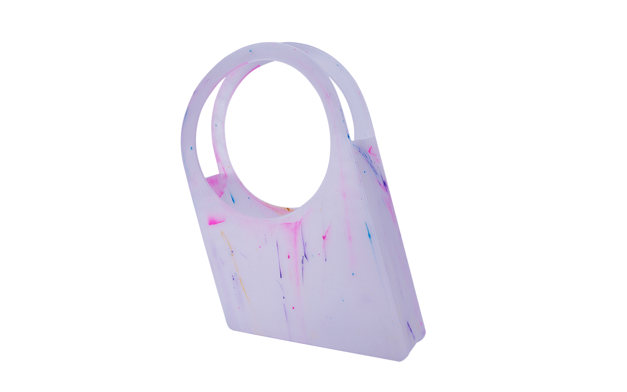 Uma bolsa versátil e prática que pode ser usada como revisteiro, para ir à praia ou em qualquer outra situação que a imaginação permitir. Além disso é perfeita para as pequenas compras do dia-a-dia, podendo substituir as sacolas plásticas descartáveis e ajudando na preservação do meio ambiente. Outra sugestão é utilizá-la como floreira. Na linha Cores, a NextBag ganha personalidade e alegria através de pigmentos multicoloridos que transformam os produtos em peças únicas e cheias de personalidade.