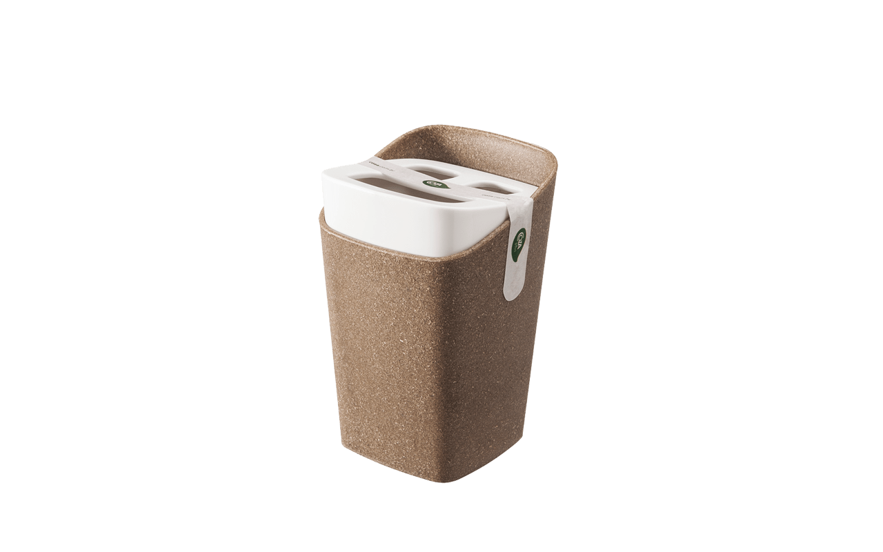 Um jeito especial de organizar as escovas. Bicolor, prática nos detalhes, otimiza espaços e é fácil de limpar. Traz modernidade para o banheiro com seu formato diferente e cantos arredondados. Produzido com a adição de lignina - substância orgânica obtida no processo de separação da celulose mais fibras naturais: linho, cânhamo e sisal, injetadas com polipropileno, faz parte da nova linha Coza Bios. É a beleza clássica da madeira associada à praticidade do plástico.