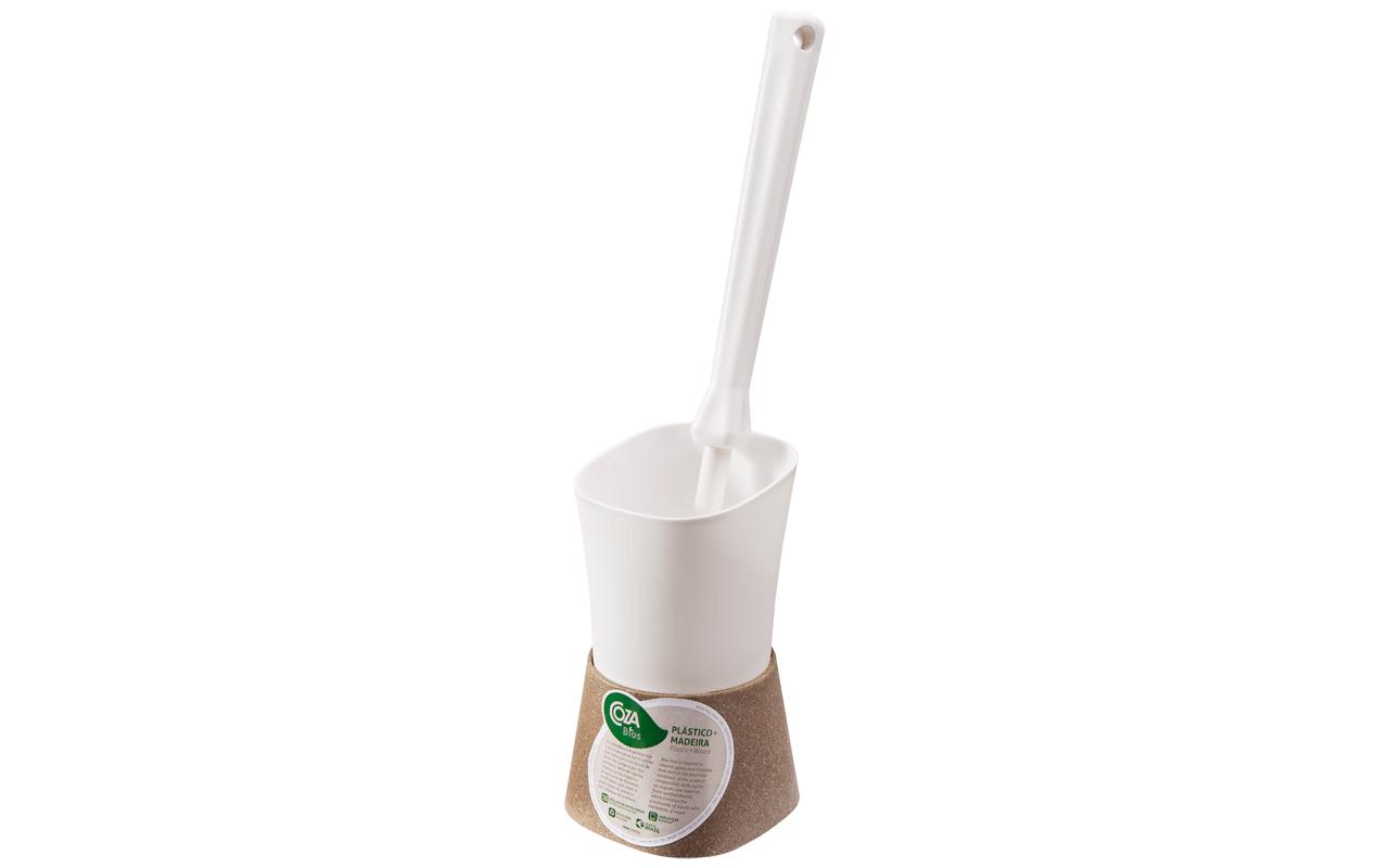 Além de mais higiênica, a nova Escova Sanitária é leve e funcional, o que facilita a limpeza de lavabos e banheiros. Para completar, o produto apresenta o design sofisticado da linha Square somado à elegância dos tons amadeirados da linha Bios.
