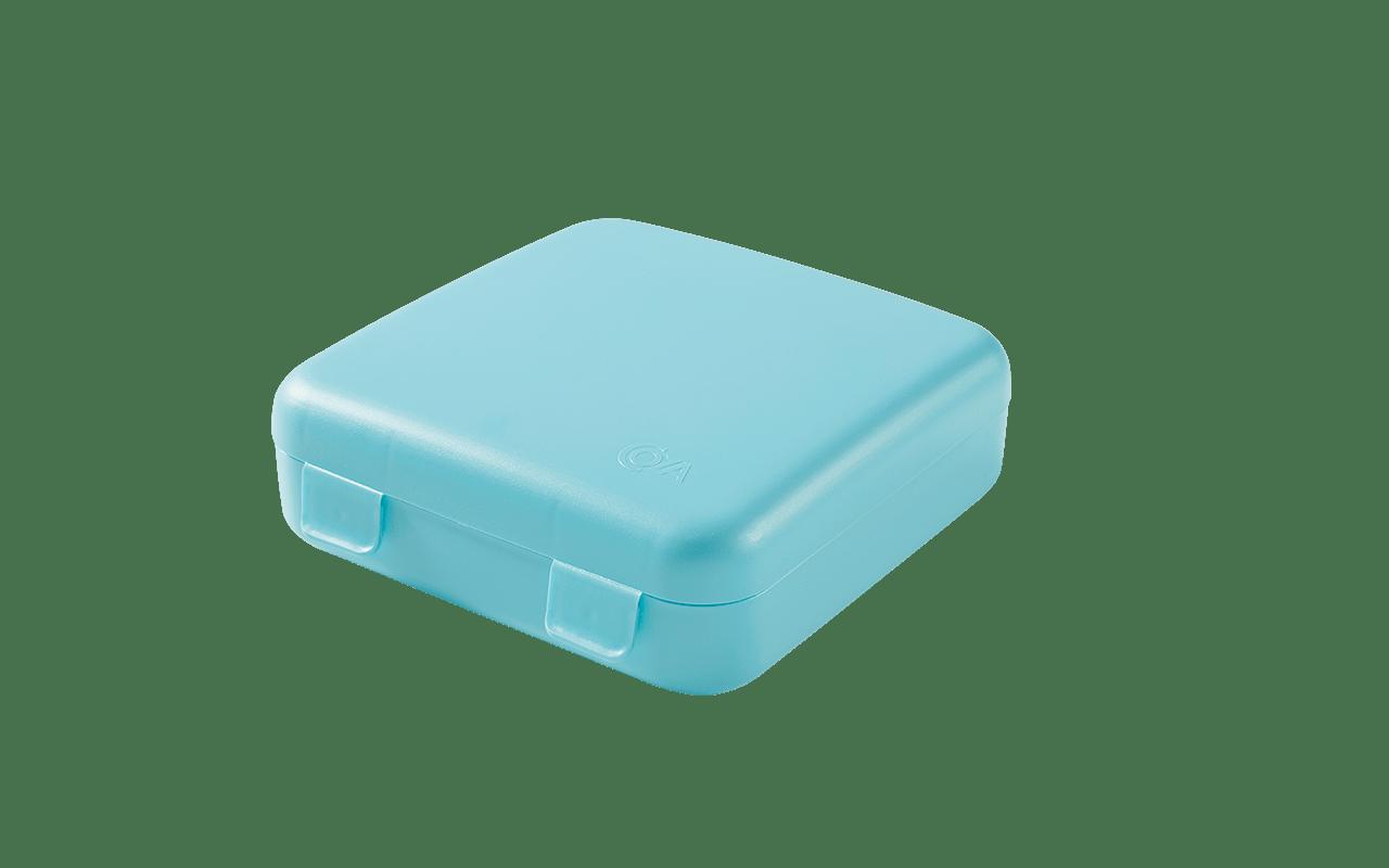 A Sanduba PicNic, é ideal para armazenar lanches como sanduíches, torradinhas e outros snacks . Prática, possue o tamanho ideal para acompanhar o seu dia a dia. Disponível em diversas cores, é linda e cheia de estilo.